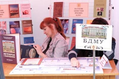 """На """"Букфесті"""" співають поезію і організовують екскурсії містом (ФОТО)"""