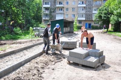 У мерії Чернівців розповіли, де в місті ремонтують міжбудинкові проїзди