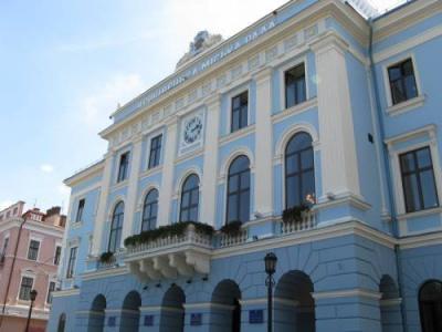 У дворику Чернівецької ратуші покажуть кіно