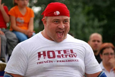 Чернівецький силач переміг у богатирських іграх