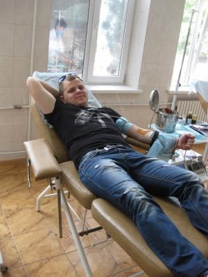 Чернівецькі студенти здали 10 літрів крові на донорство (ФОТО)