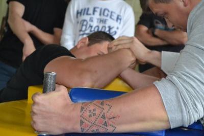 Патрульні Чернівців змагалися в армспорті та грали в баскетбол (ФОТО)
