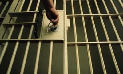 Поранив лезом інспектора: на Буковині у в'язниці засуджений напав на охоронця