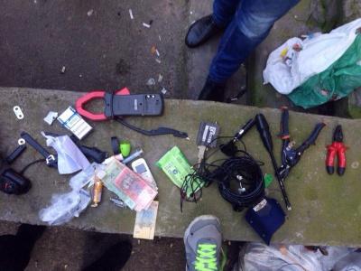 Поліцейські виявили у Чернівцях чоловіка зі шприцами і наркотиками (ФОТО)