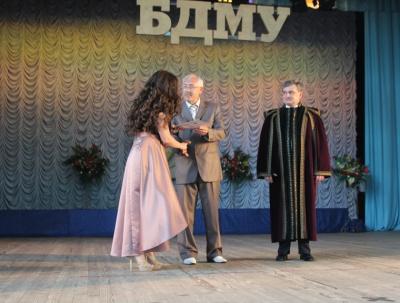 Випускникам БДМУ в Літньому театрі Чернівців вручили дипломи (ФОТО)