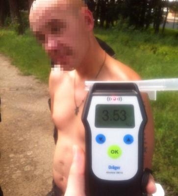 """Полісмени затримали водія """"Москвича"""", в крові якого вміст алкоголю перевищив норму в 17 разів"""