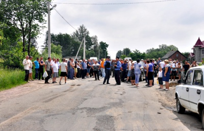 Мешканці буковинського села перекривали дорогу, вимагаючи ремонту