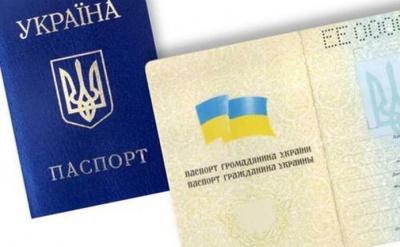Хотів за кордон: росіянин у Чернівцях вклеїв своє фото в чужий паспорт