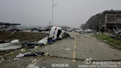 У китайському місті Яньчен смерч забрав життя 78 людей