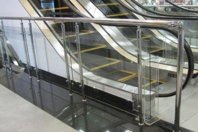 У Чернівцях у магазині дівчинка впала з ескалатора і важко травмувалася