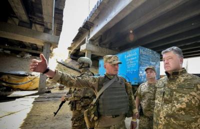 Порошенко на Донбасі потрапив під обстріл бойовиків