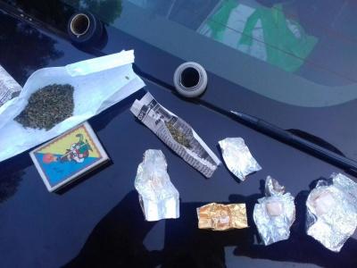 """У парку """"Жовтневий"""" поліція виявила чернівчанина з наркотиками"""