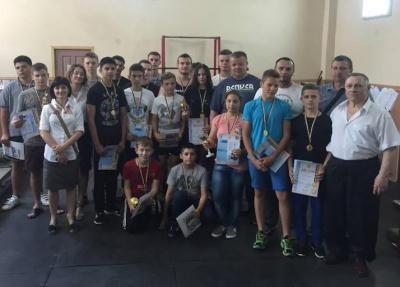 У Чернівцях відбувся чемпіонат з пауерліфтингу серед юнаків і дівчат (ФОТО)
