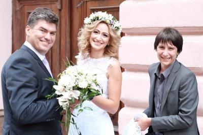 У Чернівцях на історичній вулиці бізнес-вумен вийшла заміж за столичного кіноактора (ФОТО)