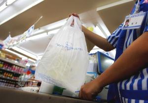 У Чернівцях торговцям пропонують відмовитися від поліетиленових пакетів