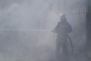З'явилося відео, як на проспекті в Чернівцях горіли два БМВ (відео)