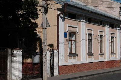 По всій Україні обшукували та допитували головних санітарних лікарів