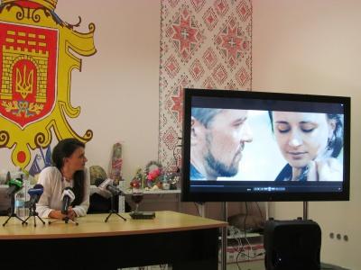 Чернівецька співачка презентувала кліп на пісню про війну й стосунки