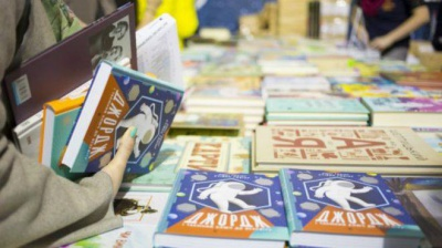 На Петрівському ярмарку встановлять фотостенд за сюжетом книги Стівена Гокінґа