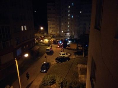 """У Чернівцях у """"спальному"""" районі вночі згоріли два авто"""