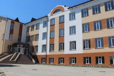 Фищук обіцяє відкрити цього року нову школу на Кельменеччині
