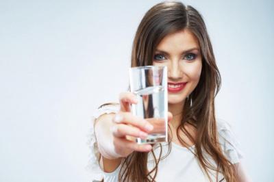 """На Петрівському безкоштовно пригощатиме """"Ательє води"""" (на правах реклами)"""