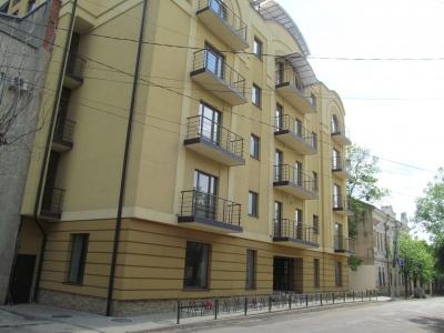 """Юрист Чесанова каже, що """"Югікомп"""" виграв усі суди щодо готелю в центрі Чернівців"""