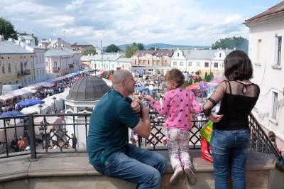 Петрівський ярмарок у Чернівцях: як пройшов перший день свята (ФОТО)