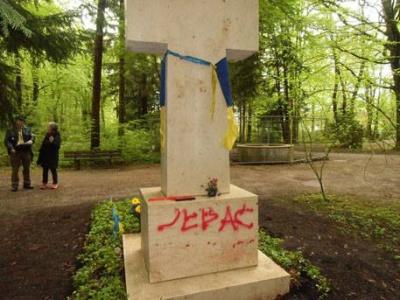 У Мюнхені знову сплюндрували могилу Бандери