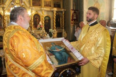 У церкву на Буковині повернули рідкісну ікону 1862 року виготовлення