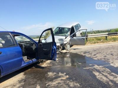У зіткненні двох авто під Чернівцями загинула жінка