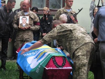 У Чернівцях прощалися з загиблим на Сході буковинцем Станіславом Мамчієм (ФОТО)