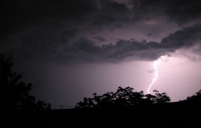 Буковину попереджають про зливи і град