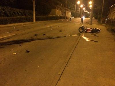 У мережі з'явилися світлини з аварії у Чернівцях, де загинув мотоцикліст