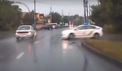 Chernivtsi suspended from work policeman who blatantly violated traffic rules (VIDEO)