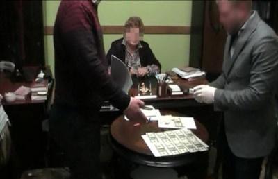 Справу екс-судді з Чернівців, яку підозрюють в хабарі 15 тисяч доларів, розглядатимуть у Снятині