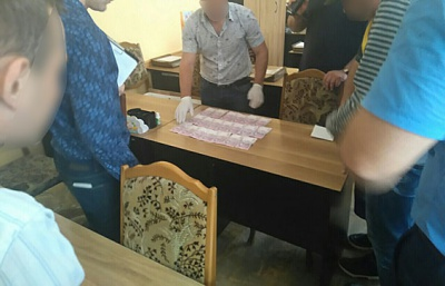 У Чернівцях на хабарі в 4 тисячі гривень затримали викладача інституту (ФОТО)
