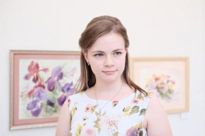 14-річна художниця представила виставку квітів та пейзажів (ФОТО)