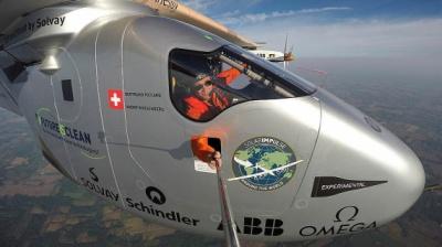 Літак на сонячних батареях здійснив кругосвітню подорож