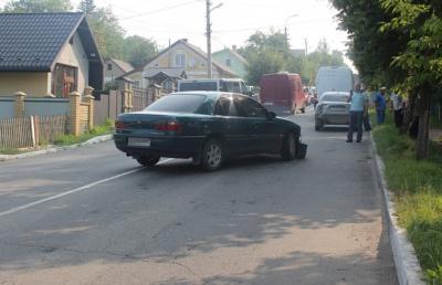 Бус і два легковики зіштовхнулися на Буковині (ФОТО)