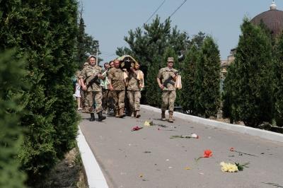 У Чернівцях поховали бійця, який за місяць мав повертатися додому (ФОТО)