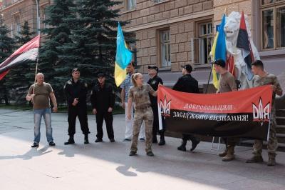 Під Чернівецькою ОДА бійці вимагають визнати добровольців учасниками АТО (ФОТО)