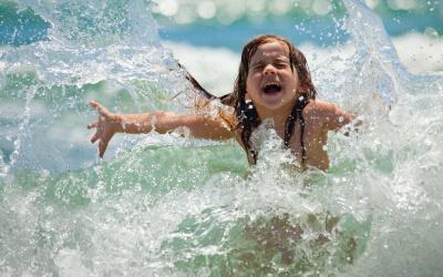 """""""Не купайтесь після їжі"""": чернівчанам нагадали правила поведінки на воді"""