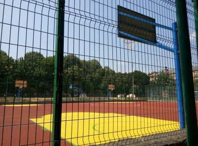 У Чернівцях створили найбільший на Буковині спортмайданчик зі штучним покриттям