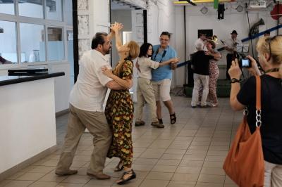 Епатажний Федірко презентував у Чернівцях арт-кафе супрематичного мистецтва (ФОТО)