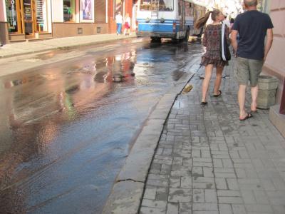 У Чернівцях залило вулицю Руську (ФОТО)