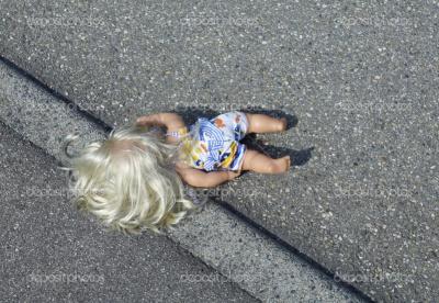"""На Буковині водій """"Ланоса"""" збив 6-річну дівчинку, що раптово вибігла на дорогу"""