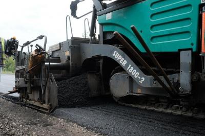 У Чернівцях спочатку асфальтуватимуть дороги з інтенсивним рухом транспорту