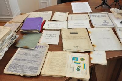 Сенсаційна знахідка: на Буковині СБУ вилучила в «чорних археологів» архіви УПА (ФОТО)