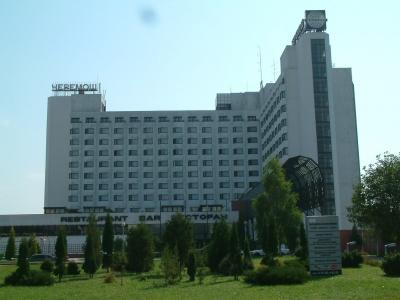 """У Чернівцях Фонд гарантування вкладів продає готельний комплекс """"Черемош"""" за понад 60 мільйонів"""